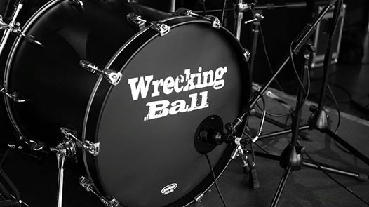 Wrecking Ball At The Black Horse, Sidmouth